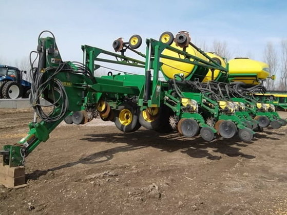 2008 John Deere DB60 in