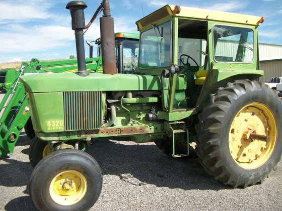 John Deere 4320 in Montrose,