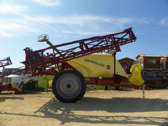 2014 Hardi NAV3500 in Dubuque,