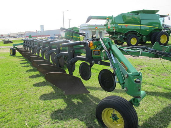 2012 John Deere 3710 in