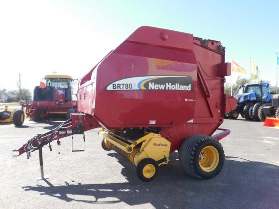 2007 New Holland BR780A in
