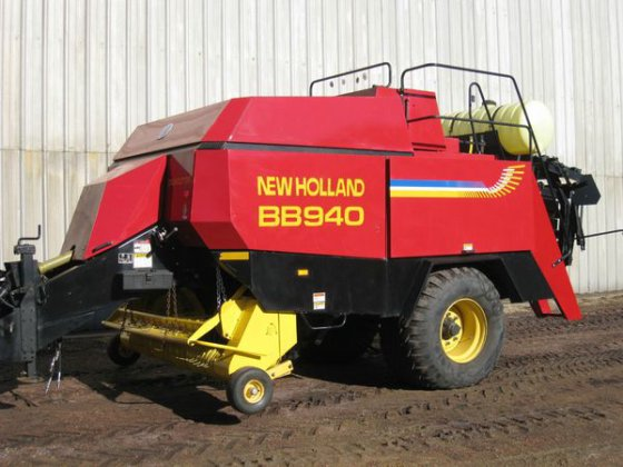 2000 New Holland BB940P in