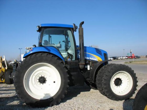 New Holland T8040 in Harlan,