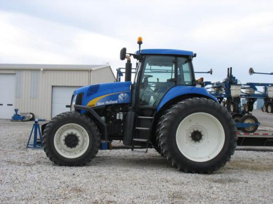 New Holland T8020 in Harlan,