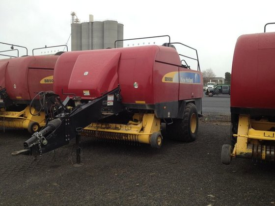2009 New Holland BB9080 in