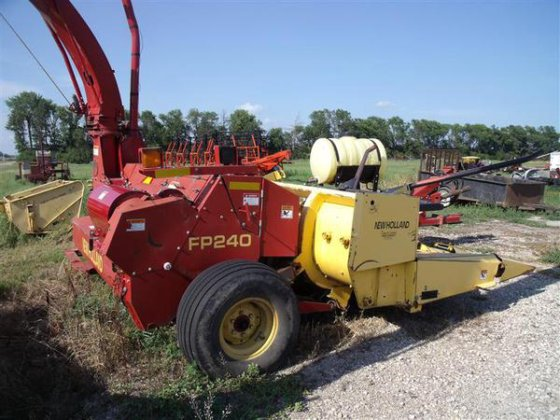 2000 New Holland FP240 in