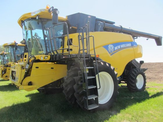 2012 New Holland CR6090 in