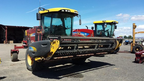 2008 New Holland H8040 in