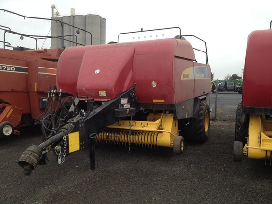 2012 New Holland BB9080 in