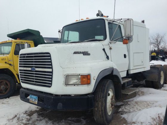 1994 Ford 9000 in Maddock,