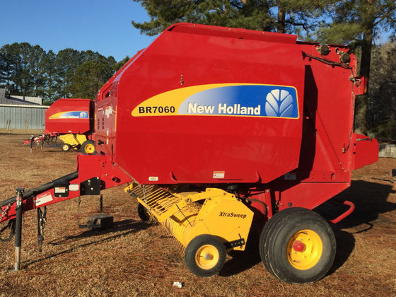 2012 New Holland BR7060 in