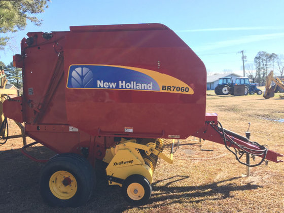2010 New Holland BR7060 in