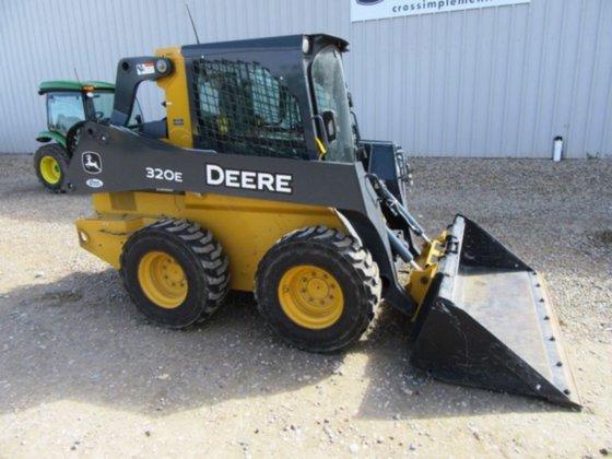 2014 Deere 320E in Minier,