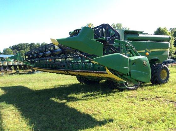 2010 John Deere 635F in