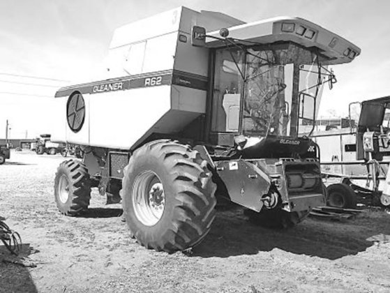 1999 Gleaner R62 in McPherson,