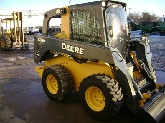 2011 John Deere 326D in