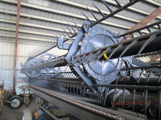 2010 MacDon Industries FD70 in