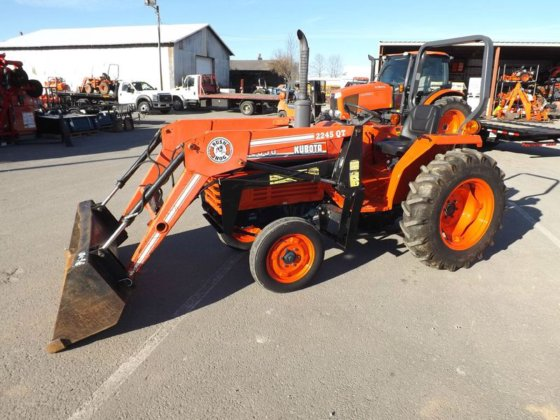 Kubota L2550 in Crossville, TN