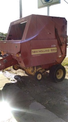 1993 New Holland 660 in