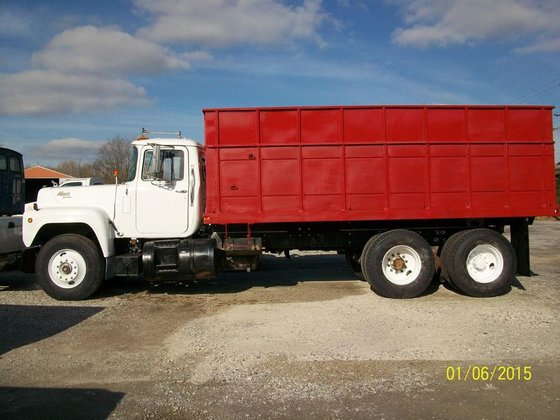 1985 Mack R600 in Dongola,