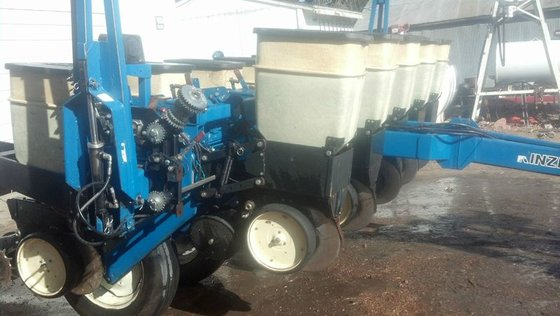 1999 Kinze 2000 in Plymouth,