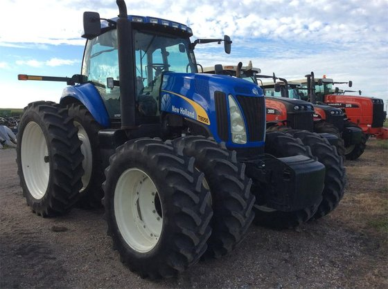 2008 New Holland T8050 in