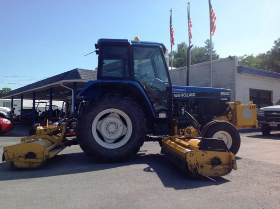 New Holland 5640 in Clinton,
