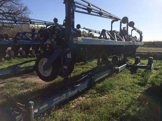 2005 Kinze 3600 in Clatonia,