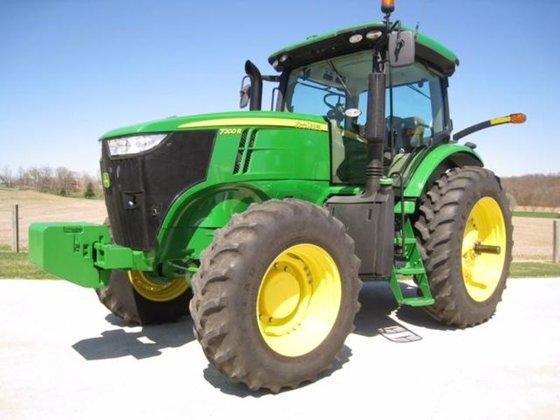 2012 John Deere 7200R in
