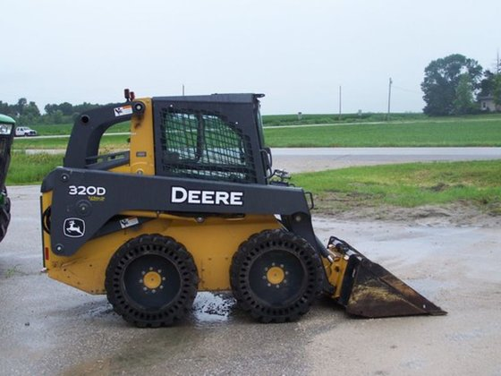 2011 John Deere 320D in