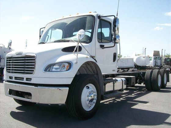 2007 Freightliner BUSINESS CLASS M2