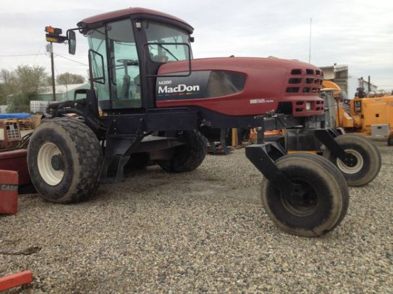 2008 MacDon Industries M200 in