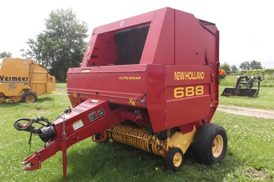 2001 New Holland 688 in