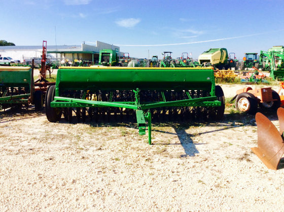 John Deere 8300 in Stephenville,