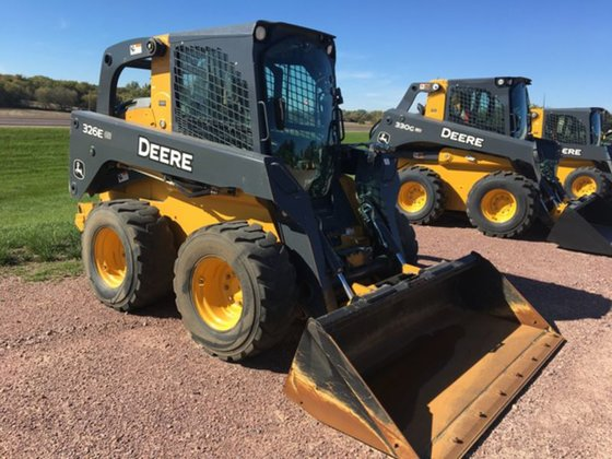 2014 Deere 326E in Pipestone,