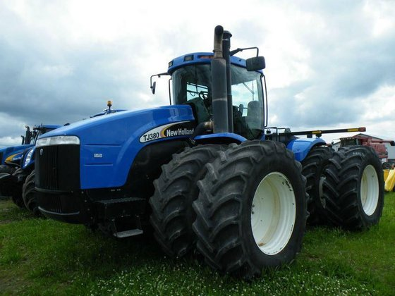 2006 New Holland TJ380 in