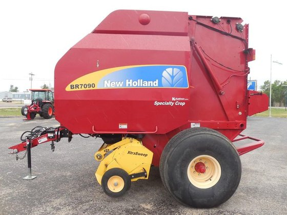 2011 New Holland BR7090 in