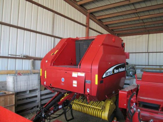 2004 New Holland BR750 in