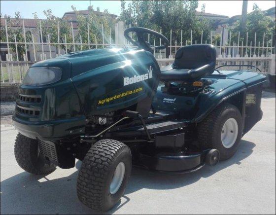 A / Lawn tractor Bolens 13HP in Agliano, Italy