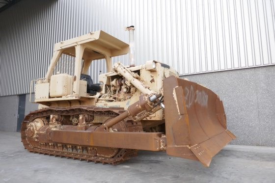 2010 Caterpillar D7G Ex-army in Zevenbergen, Netherlands