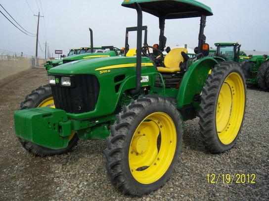 2009 John Deere 5095M in