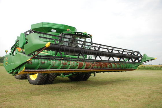 2005 John Deere 635F in