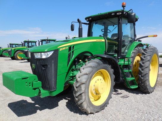 2011 John Deere 8285R in