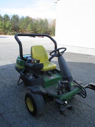 2005 John Deere 2500E in