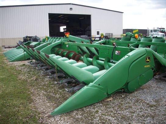 2010 John Deere 608C in