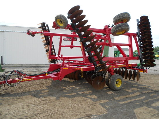 2012 Sunflower 1435 in Swayzee,