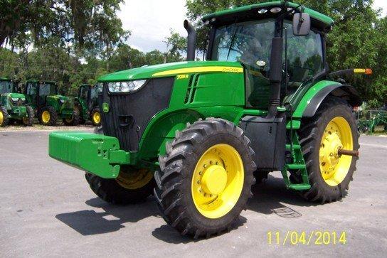 2011 John Deere 7215R in