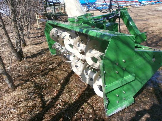 2012 Farm King 1080 in