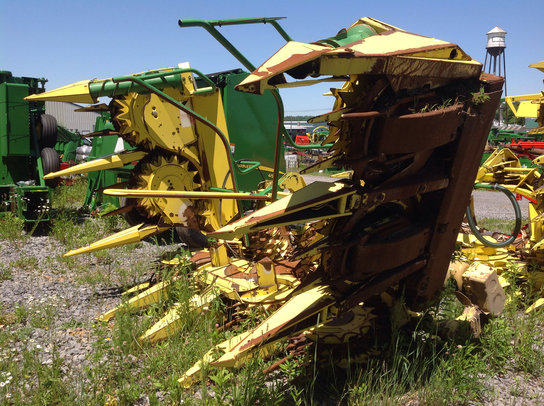 John Deere 688 in Hall,