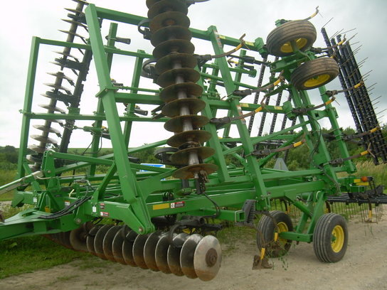 2009 John Deere 2310 in